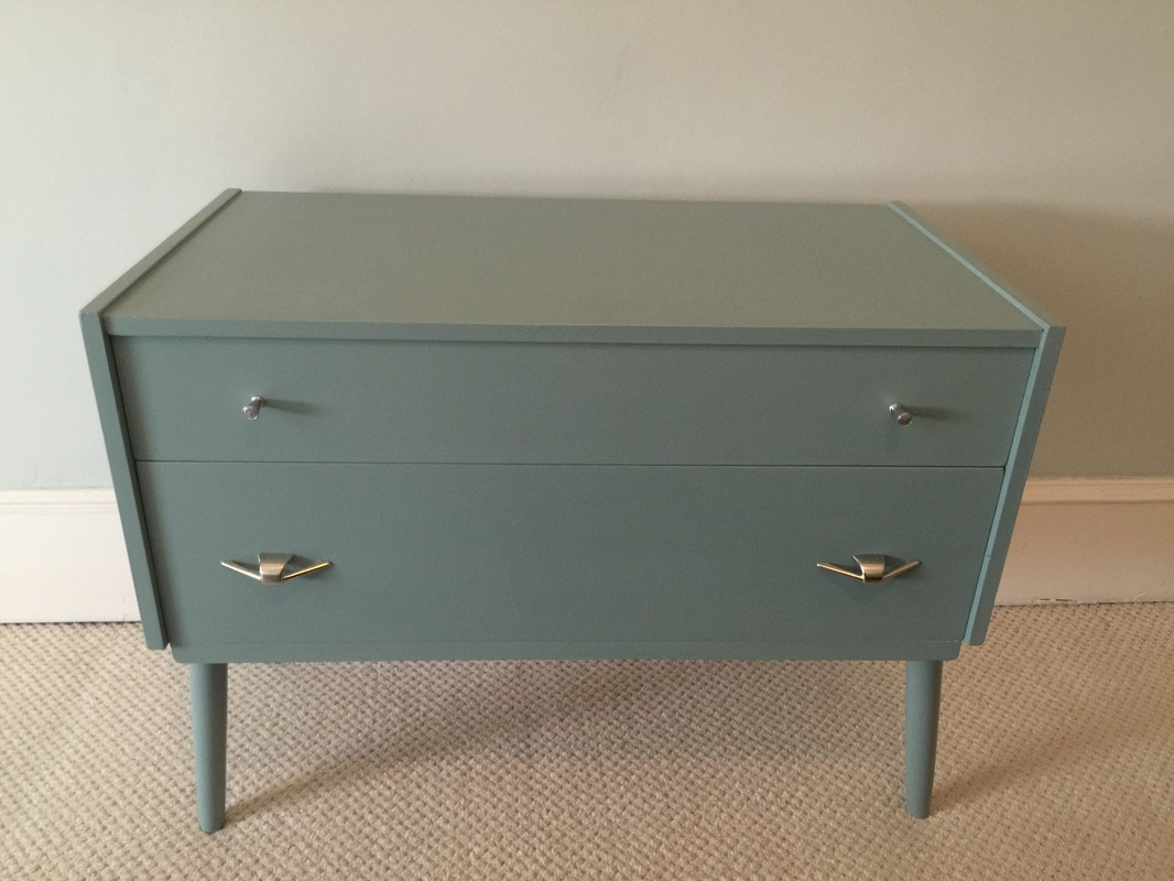 Finished dressing table in Persian Blue General Finishes Milk Paint - Craft Chatterbox Blog